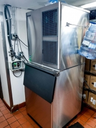 ice-maker-in-commercial-kitchen