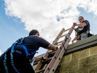 technicians-practicing-ladder-saftey-1